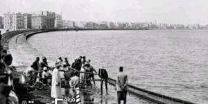 الصيادين على كورنيش الإسكندرية والصيد من الشاطئ عام 1920