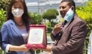نقيب الصحفيين بالغسكندرية يكرم قنصل عام الصين