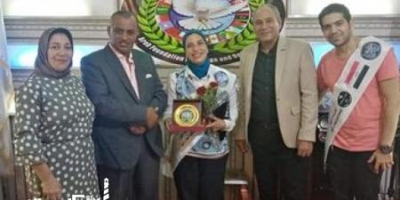 المؤسسة العربية للسلام والتنمية تكرم مديرة قصر ثقافة  الأنفوشي