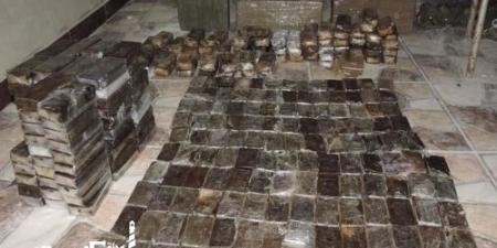 محكمة جنايات الإسكندرية...السجن 15 عامًا لسائق ميكروباص متهم بحيازة 84 طربة حشيش