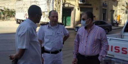رئيس حي الجمرك يقود حملة لإيقاف وإزالة الأعمال المخالفة بنطاق الحي