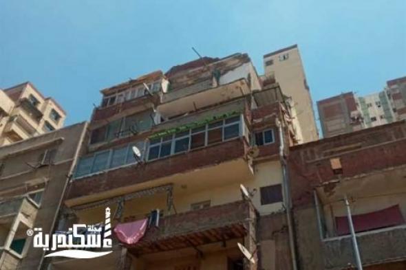 انهيار شرفة عقار بمنطقة المنتزة  تسببت في إصابة شخص وتحطم سيارة ملاكي