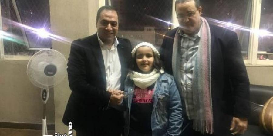النائب حسني حافظ يكرم «أشرقت أحمد» بعد ادائها المتميز في «ذا فويس كيدز»