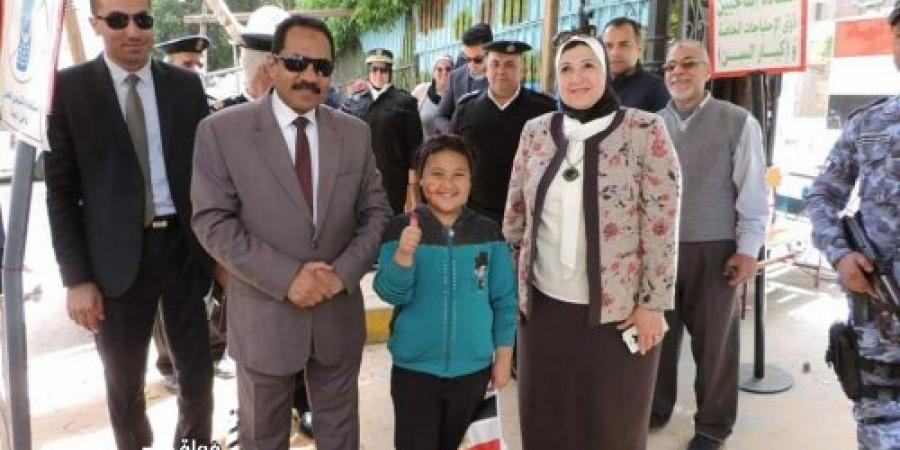 اللواء النمر يتفقد اللجان الإنتخابية للإطمئنان على الناخبين وسير العملية الإنتخابية بالإسكندرية