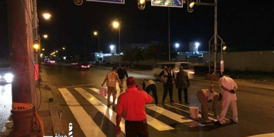 تركيب إشارة لعبور المشاه فى طريق القباري أمام الموقف الجديد بالإسكندرية
