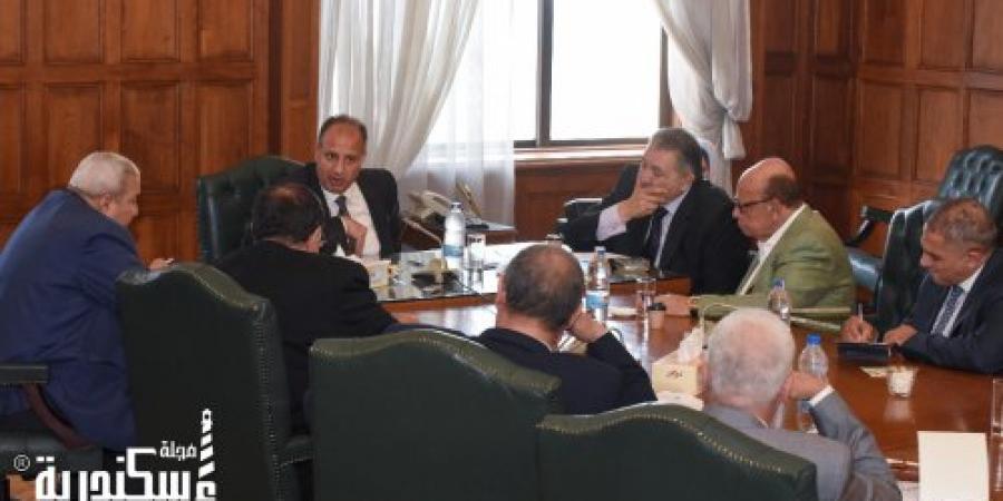 محافظ الإسكندرية يناقش مع أعضاء الغرفة التجارية الاستعدادات لشهر رمضان المبارك