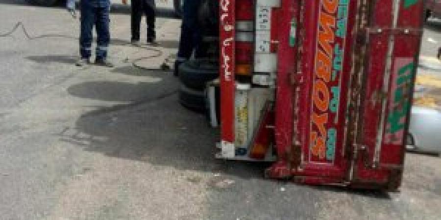 إنقلاب سيارة بالطريق الدائري منطقة الداون تاون الإسكندرية