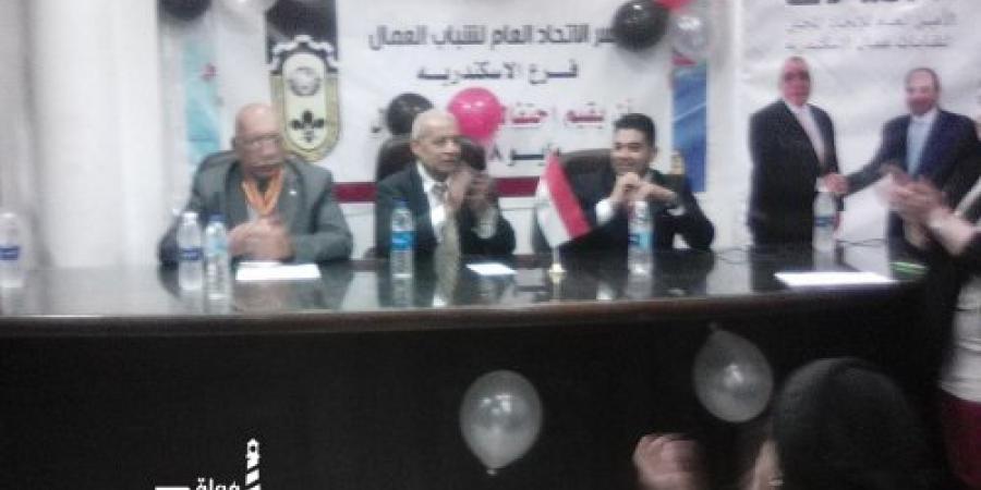 تكريم محمد حافظ من الاتحاد المحلى لنقابات عمال الإسكندرية