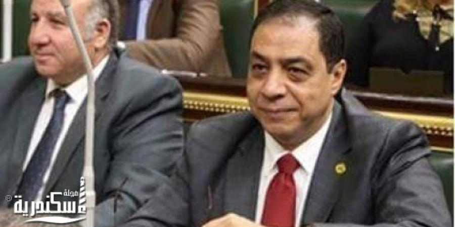 نائب الإسكندرية يطالب بإقالة المسئولين عن واقعة إذاعة أذان المغرب قبل موعده