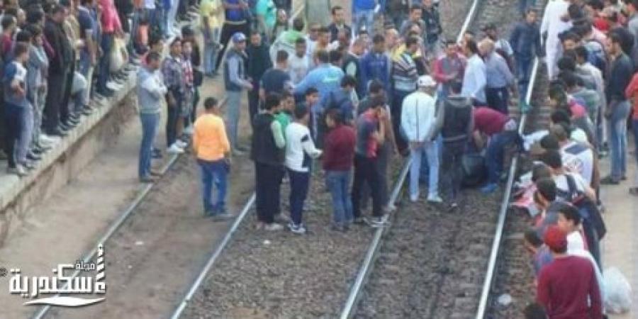 العثور على أشلاء لجثة طالب على شريط السكة الحديد إثر سقوطه من قطار أبو قير بالإسكندرية