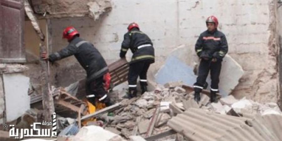 سقوط شرفة شقة فى بناء قديم بعزبة حجازي فى الإسكندرية وحدوث حالات إصابة