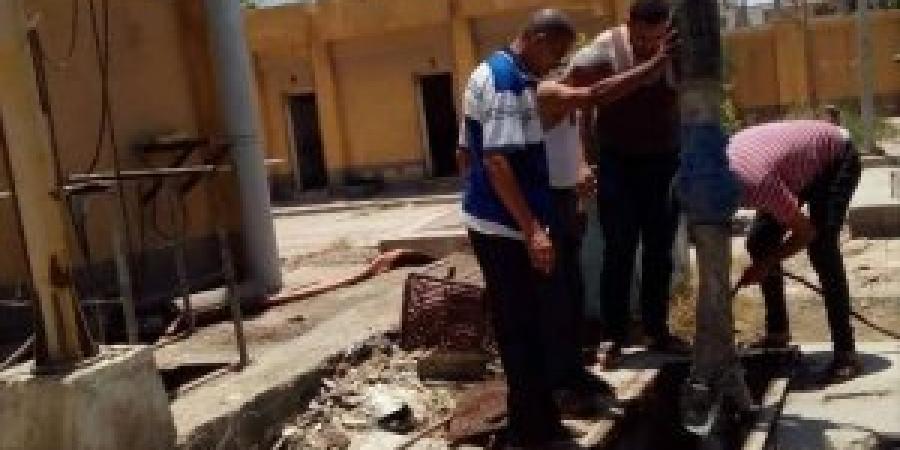 إدارة الصرف الصحي بحي العامرية أول فى محافظة الإسكندرية تقوم بتطهير الخط العمومي بمساكن النوبارية