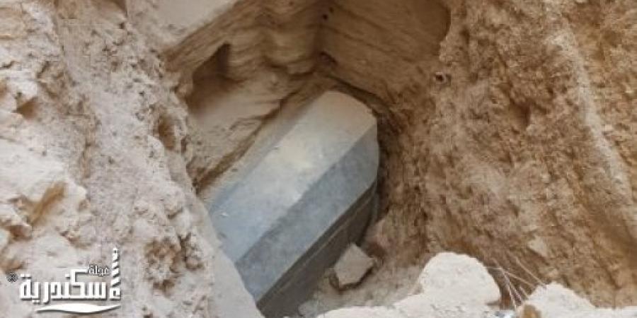 يزن 30 طن :العثور على تابوت أثري بسيدي جابر