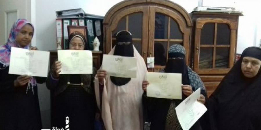 المجلس القومي للمرأة يسلم شهادات أمان مجانا