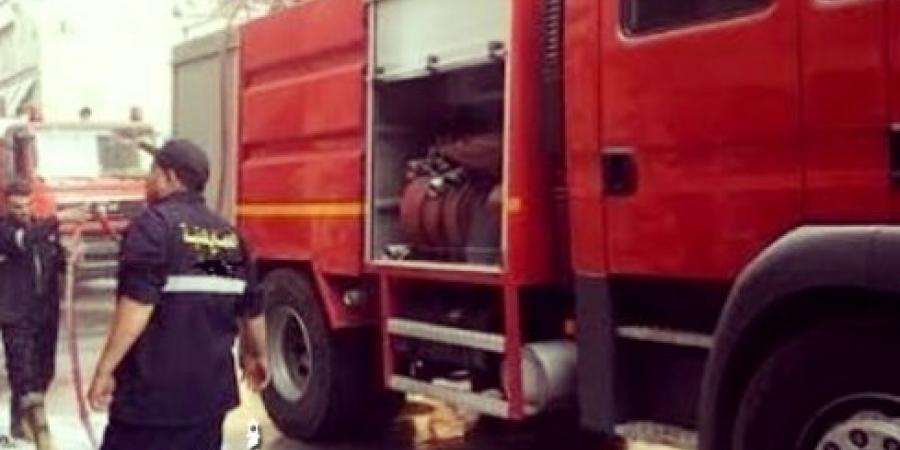 """""""الحماية المدنية"""" بالإسكندرية تتمكن من إزالة كمية سولار علي الطريق الدائري تسربت نتيجة إنفصال مقطورة سيارة نقل عن القاطرة"""