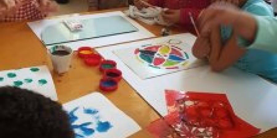 ورشة رسم بالوان الاورا والطباعة بثقافة برج العرب