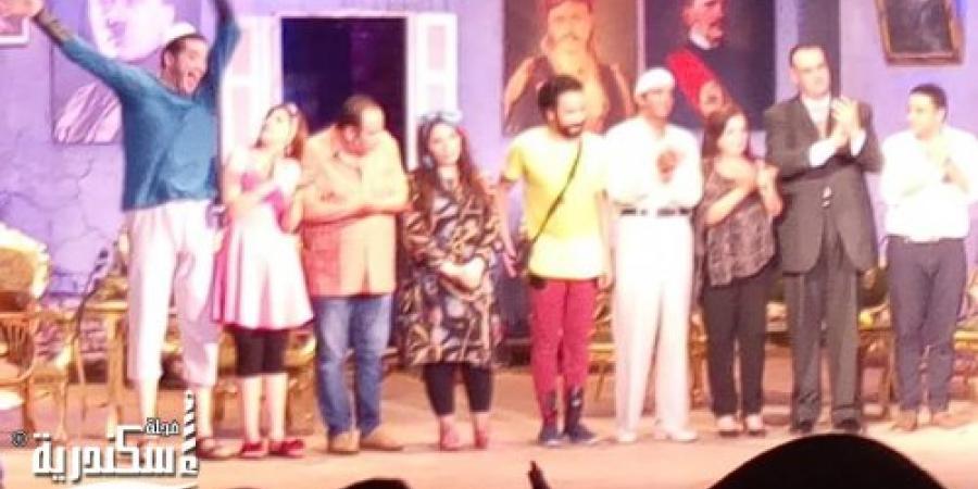 نجاح كبير لمسرحية عربي منظره بالإسكندرية