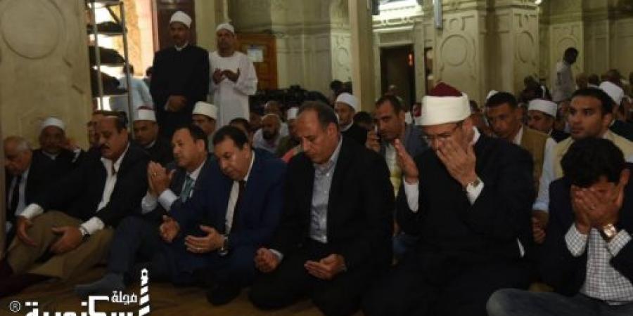 محافظ الإسكندرية ووزير الأوقاف والشباب والرياضة يؤدون صلاة الجمعة بمسجد القائد إبراهيم