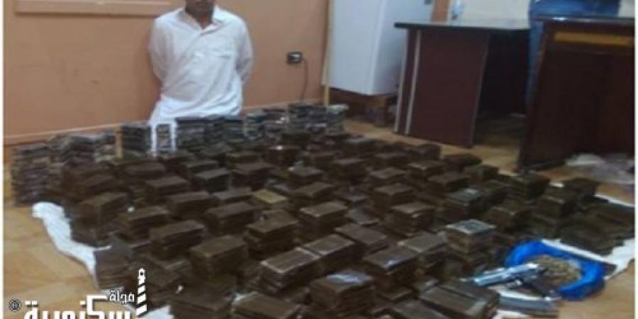 القبض على صاحب سنترال بحوزته نص طن من مخدر الحشيش وسلاح ناري بالاسكندرية