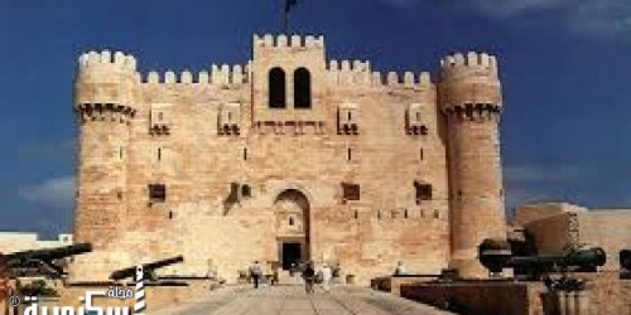 2000 مصري يحتفلون بأول أيام عيد الأضحى فى قلعة قيتباى بالإسكندرية