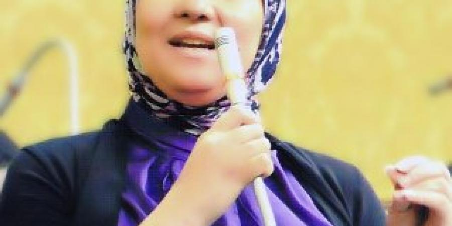 """النائبة الهام المنشاوي تطالب بسرعة اصدار لائحة قانون """"عربات الطعام """""""