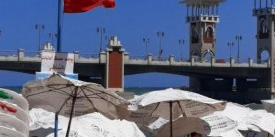 شواطئ الإسكندرية ترفع الرايات الحمراء نظرا لارتفاع الأمواج و سرعة الرياح